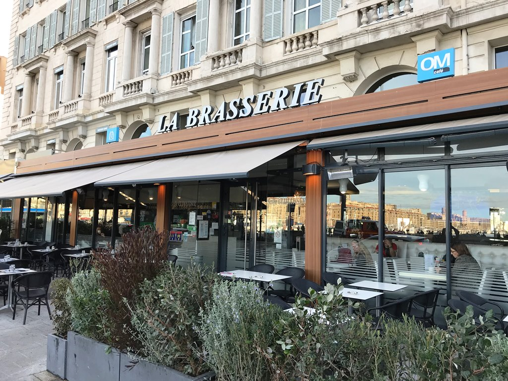 om cafe la brasserie du port restaurant marseille. Black Bedroom Furniture Sets. Home Design Ideas